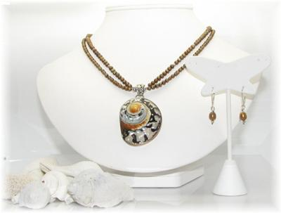 What a beautiful necklace and earring set, by Cheri!